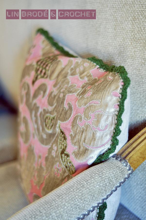 voici un tuto pour faire une housse de coussin sans fermeture clair cuest vraiment pour les. Black Bedroom Furniture Sets. Home Design Ideas
