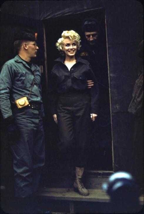 Marilyn-Monroe-in-Korea-3-620x924